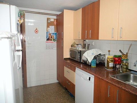 A la venta amplio piso Zona Norte-cocina