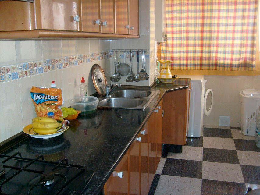 Bonito piso con espacioso comedor en Santa Rosa-cocina (2)
