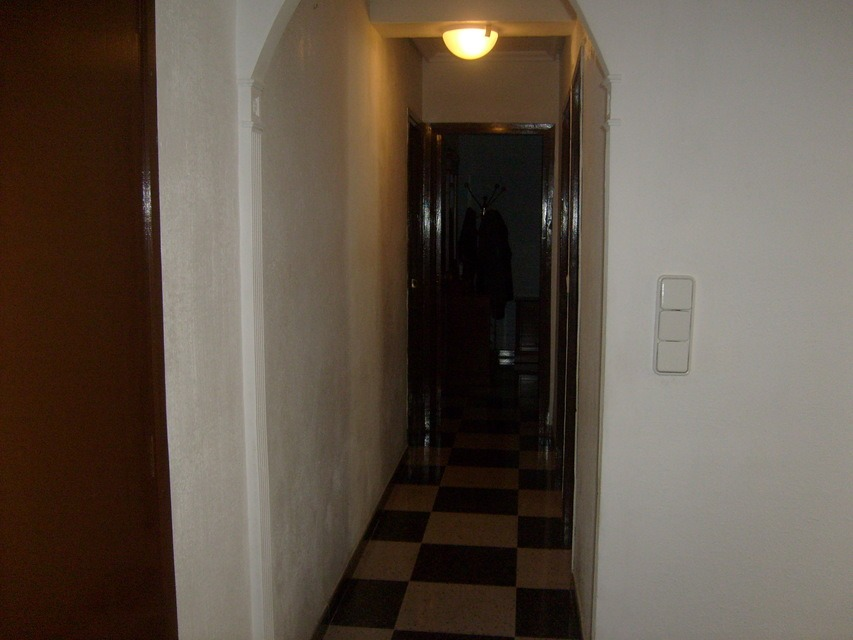 Bonito piso con espacioso comedor en Santa Rosa-pasillo