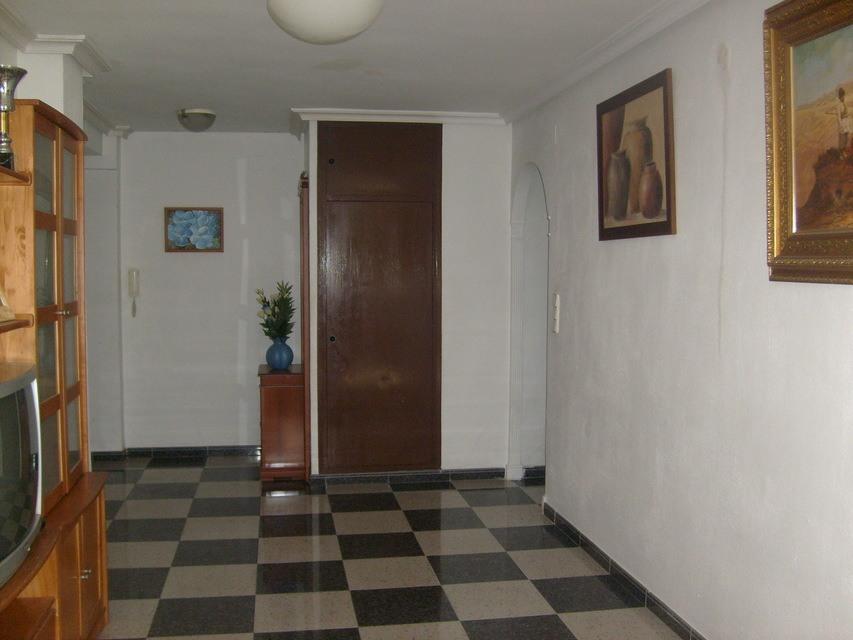 Bonito piso con espacioso comedor en Santa Rosa-recibidor