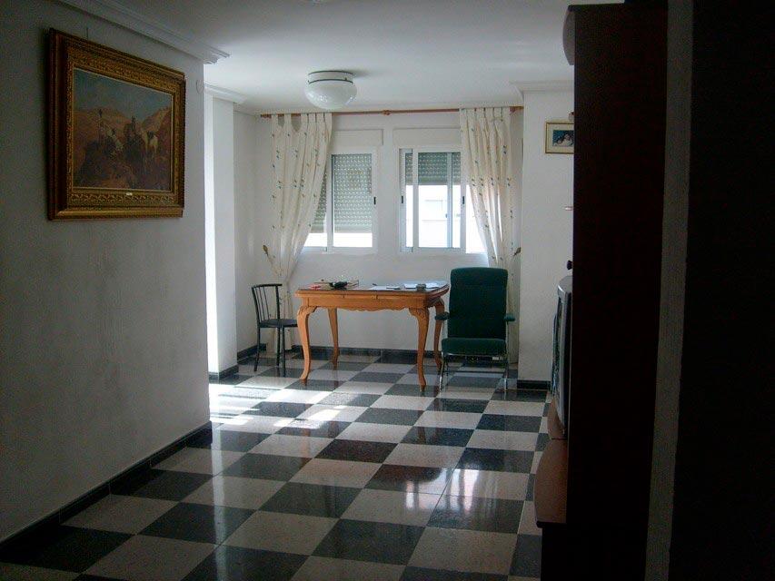 Bonito piso con espacioso comedor en Santa Rosa-salon (2)