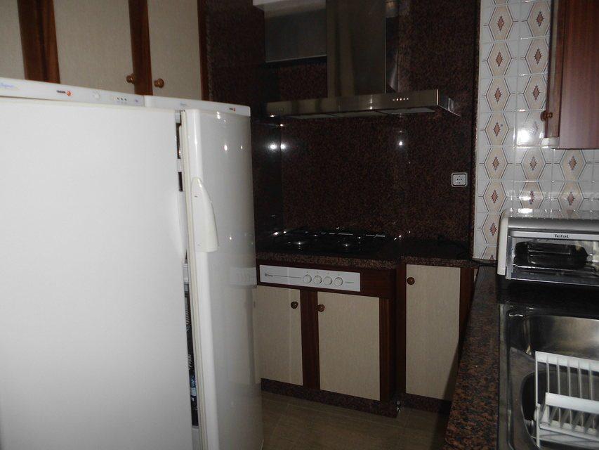 Bonito piso con plaza de garaje en la zona de Santa Rosa-cocina (3)