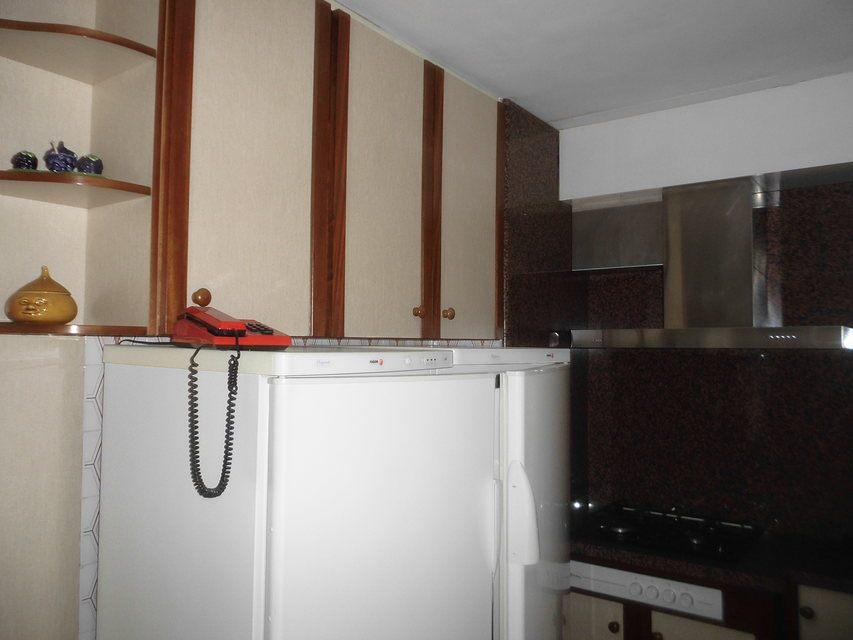 Bonito piso con plaza de garaje en la zona de Santa Rosa-cocina (4)