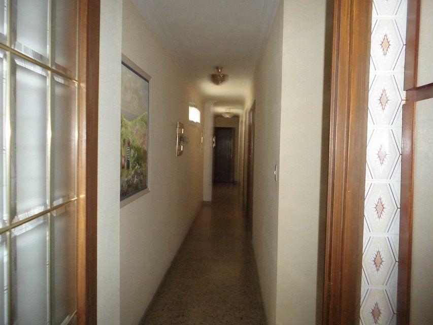 Bonito piso con plaza de garaje en la zona de Santa Rosa-pasillo