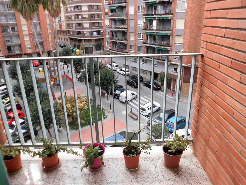 Bonito piso en venta con 3 habitaciones en Santa Rosa-balcon
