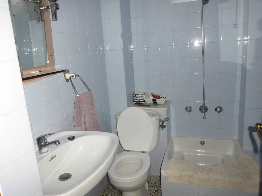 Bonito piso en venta con 3 habitaciones en Santa Rosa-banyo