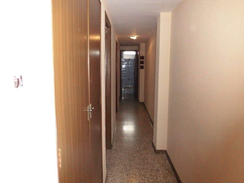 Bonito piso en venta con 3 habitaciones en Santa Rosa-pasillo (2)