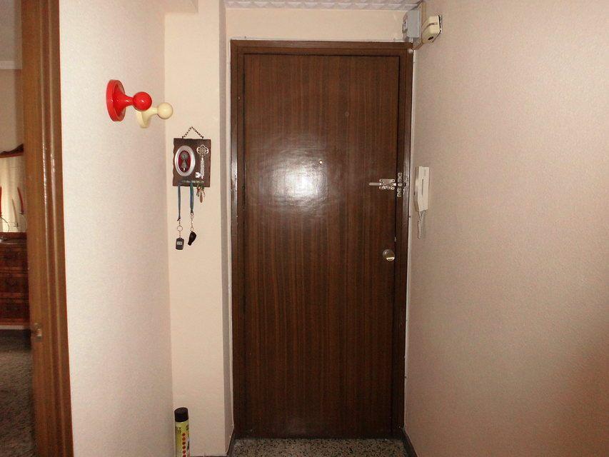 Bonito piso en venta con 3 habitaciones en Santa Rosa-pasillo