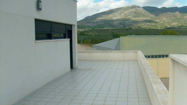 SE VENDE BONITO CHALET CON PISCINA EN MURO DE ALCOY-balcon