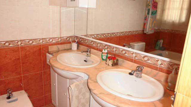 SE VENDE BONITO CHALET EN MONTESOL-baño