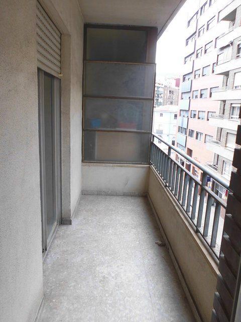 acogedor-piso-con-balcon-exterior-en-santa-rosa-balcon