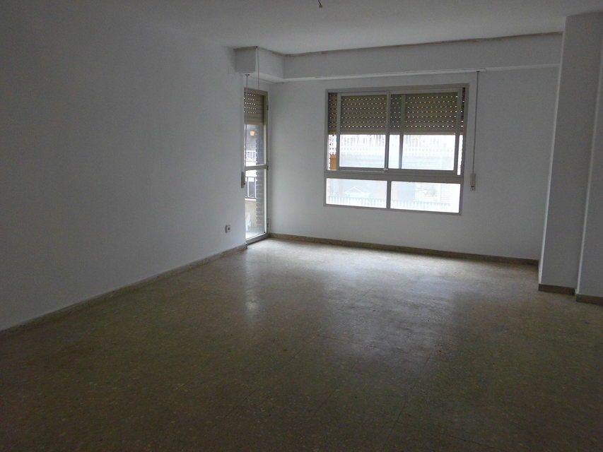 acogedor-piso-con-balcon-exterior-en-santa-rosa-salon