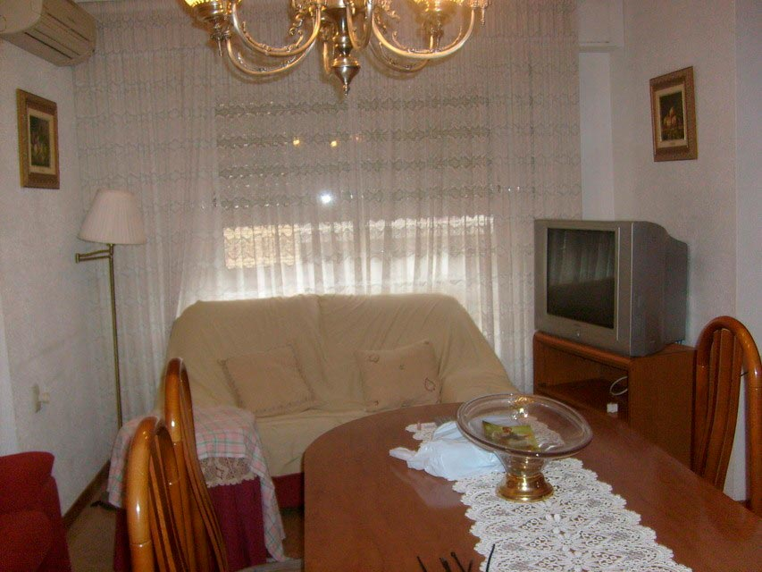 acogedor-piso-en-venta-con-gran-cocina-en-santa-rosa-salon-2