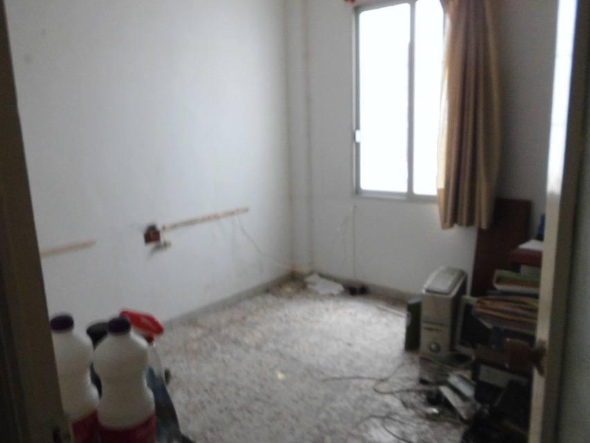 amplio-piso-en-la-zona-de-ensanche-despacho