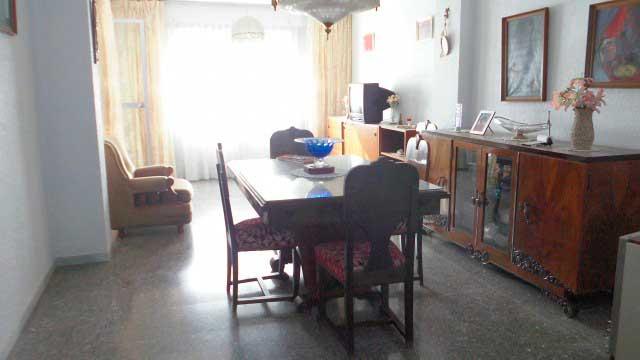 Se vende séptimo piso con buenas vistas en Ensanche-comedor