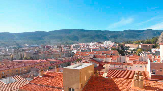 Se vende séptimo piso con buenas vistas en Ensanche-vistas