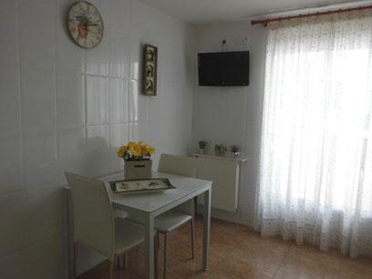 Se vende piso semi nuevo con garaje en Zona Centro-comedor