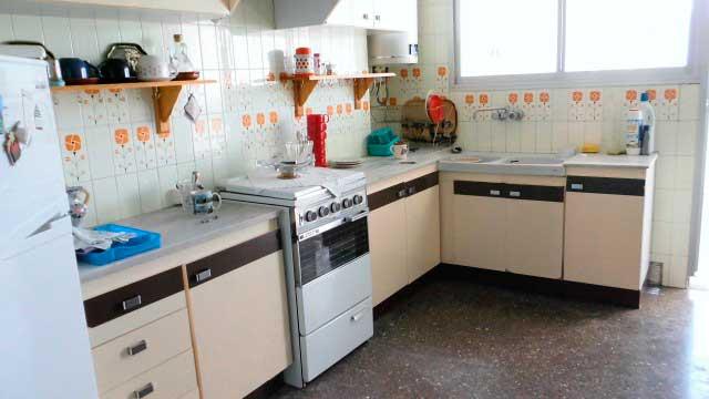 Se vende séptimo piso con buenas vistas en Ensanche-cocina