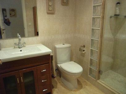 Se vende piso semi nuevo con garaje en Zona Centro-baño