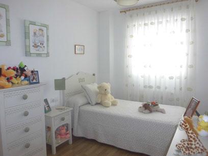 Se vende piso semi nuevo con garaje en Zona Centro-habitacion2
