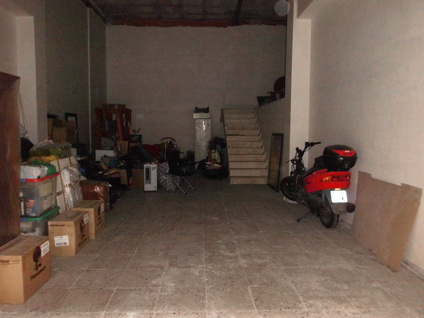 A-la-venta-local-en-el-Camí-escaleras