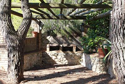 Amplia masía rústica con patio interior en la fuente roja-barbacoa