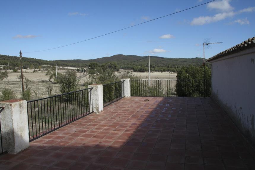 Bonita-masía-en-venta-en-Barchell-Terraza