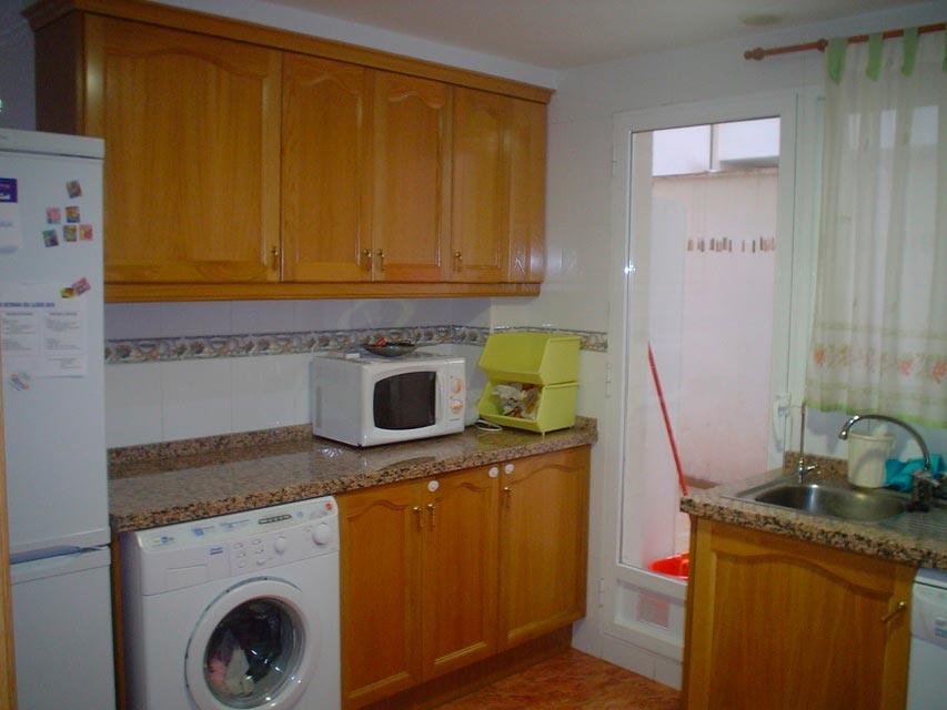 Bonito piso en venta con patio en la cocina en Santa Rosa-cocina