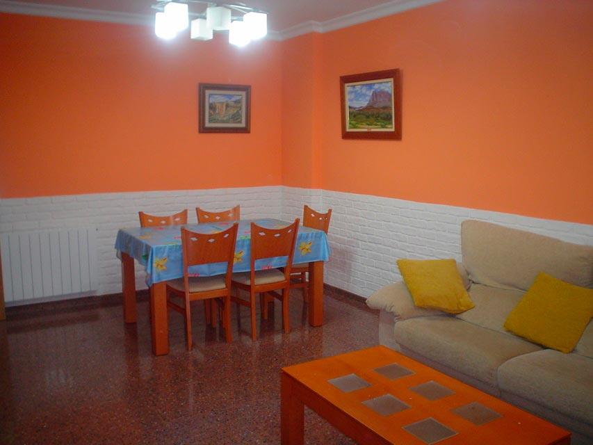 Bonito piso en venta con patio en la cocina en Santa Rosa-comedor-2