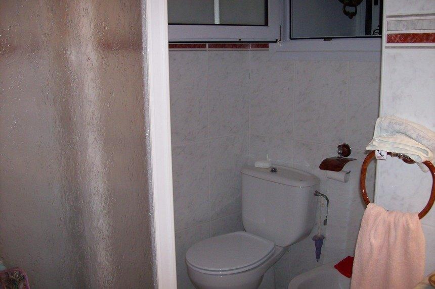 Casa con grandes dimensiones en Ensanche- banyo