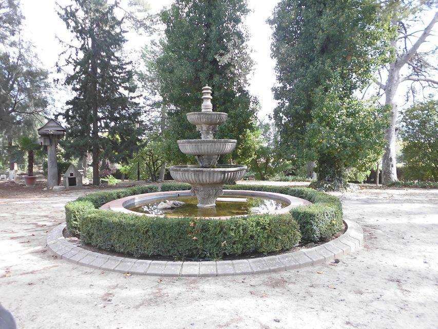 Casa-de-recreo-en-Muro-de-Alcoy-fuente-jardin