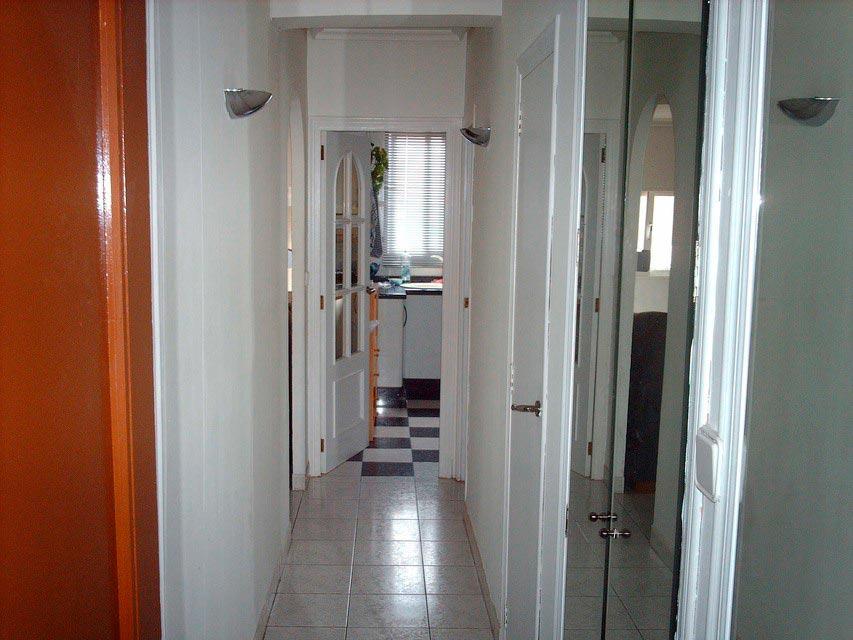 Casa reformada y moderna en Ensanche-Pasillo