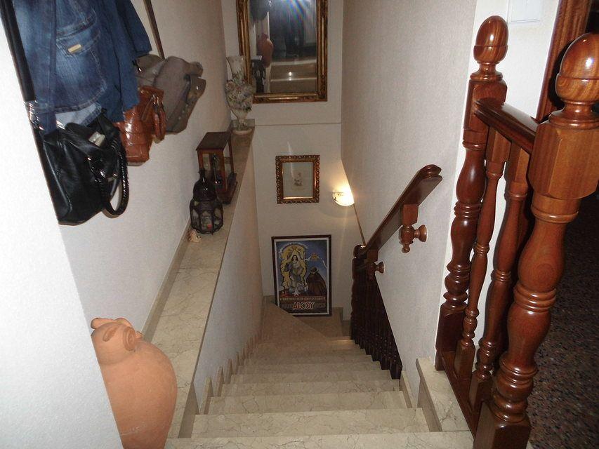 Dúplex amplio y soleado en Ensanche-escaleras