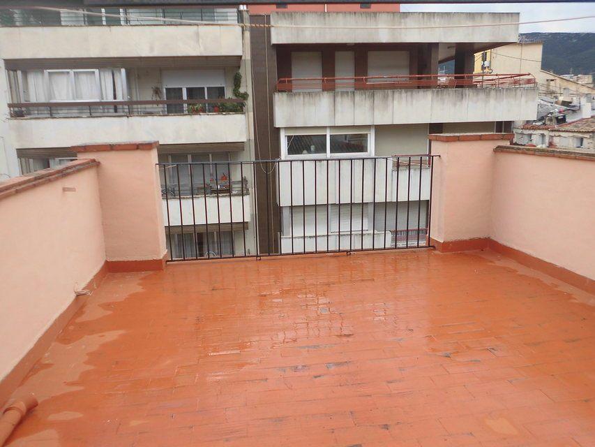 Duplex de 4 habitaciones en venta con 2 baños y balcón a fiestas en zona centro-balcon