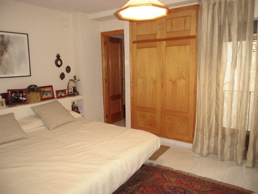 Duplex de 4 habitaciones en venta con 2 baños y balcón a fiestas en zona centro-habitacion 2