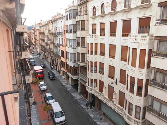 Duplex de 4 habitaciones en venta con 2 baños y balcón a fiestas en zona centro-vistas 2