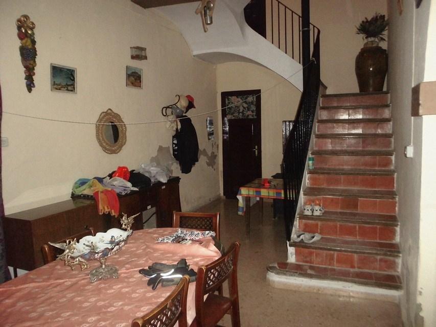 En-venta-masía-rústica-en-Alcoy-escaleras