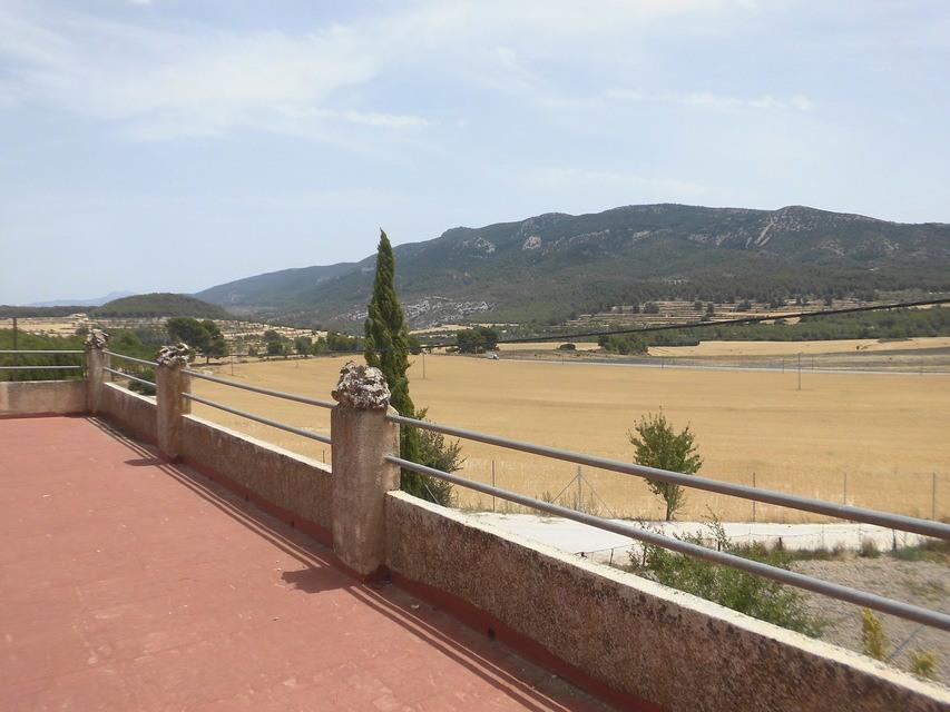 En-venta-masía-rústica-en-Alcoy-terraza-con-vistas