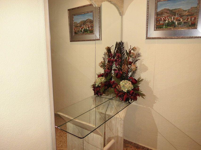 Encantador piso con 4 habitaciones en la zona de Santa Rosa - pasillo