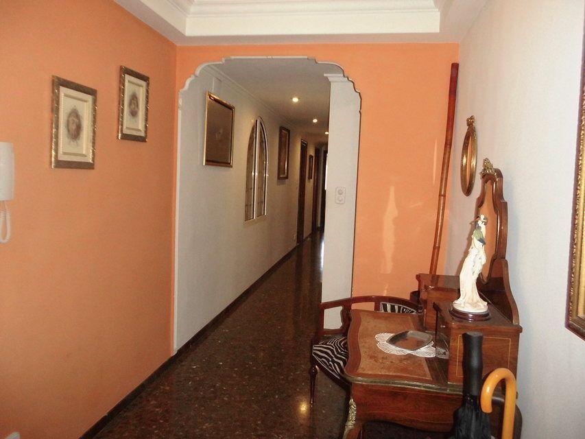 Encantador piso con salón con chimenea en la zona de Santa Rosa-pasillo