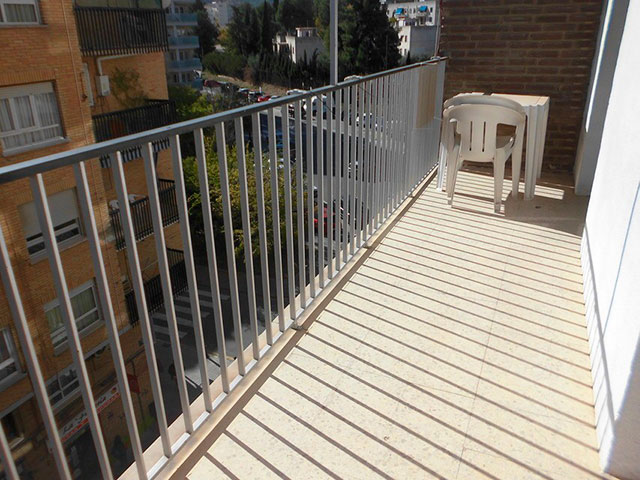 Encantador piso en venta con trastero en Santa Rosa-balcon