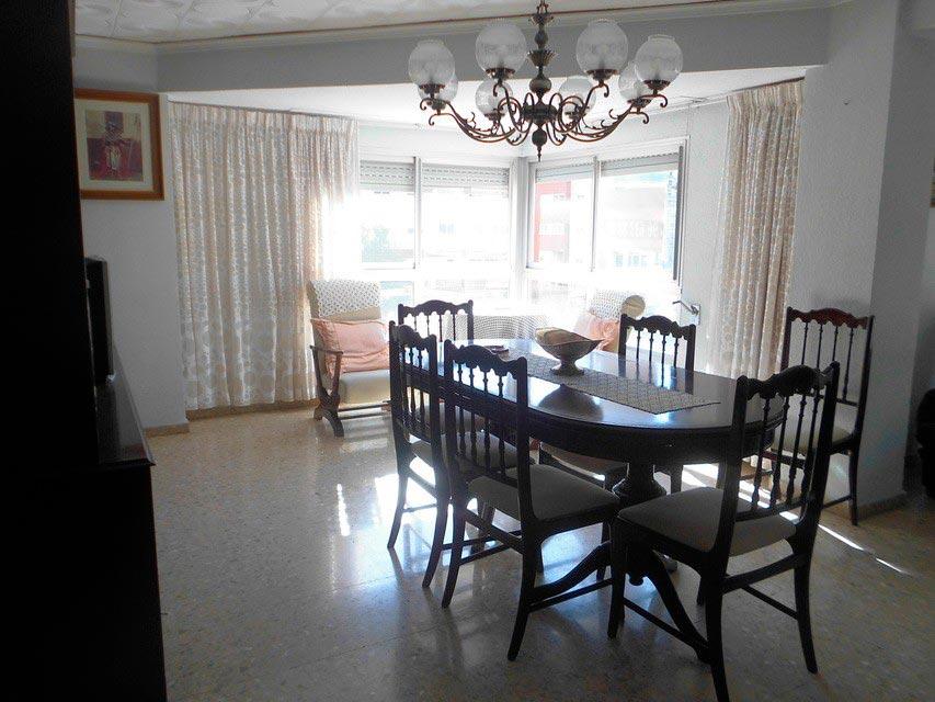 Encantador piso en venta con trastero en Santa Rosa-salon