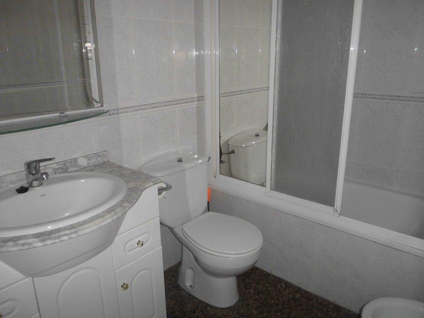 Espacioso piso en Ensanche-banyo 2