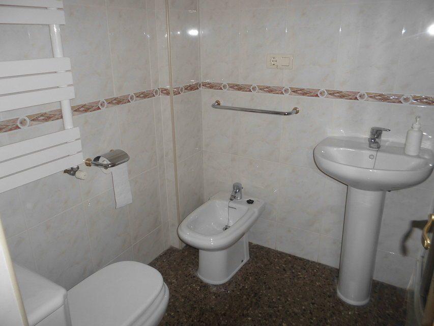 Espacioso piso en Ensanche-banyo