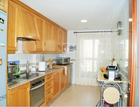 Espectacular piso en venta con calefacción en Santa Rosa-cocina