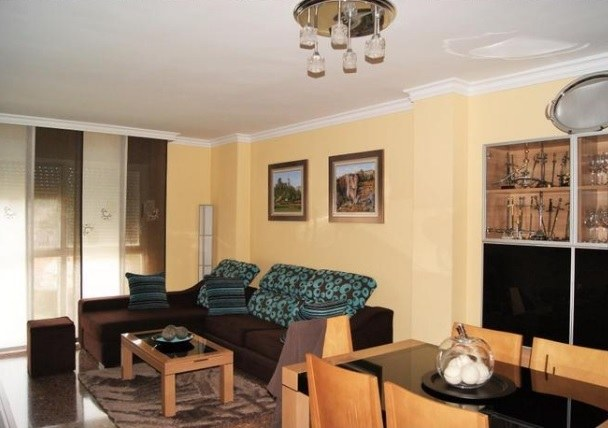 Espectacular piso en venta con calefacción en Santa Rosa-salon