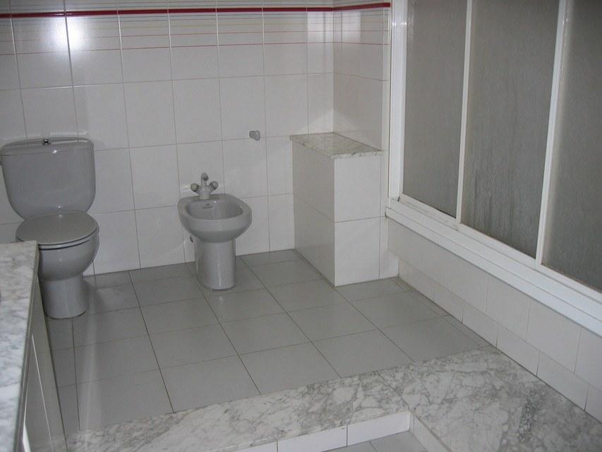 Excelente piso con caldera en zona Centro-banyo 2