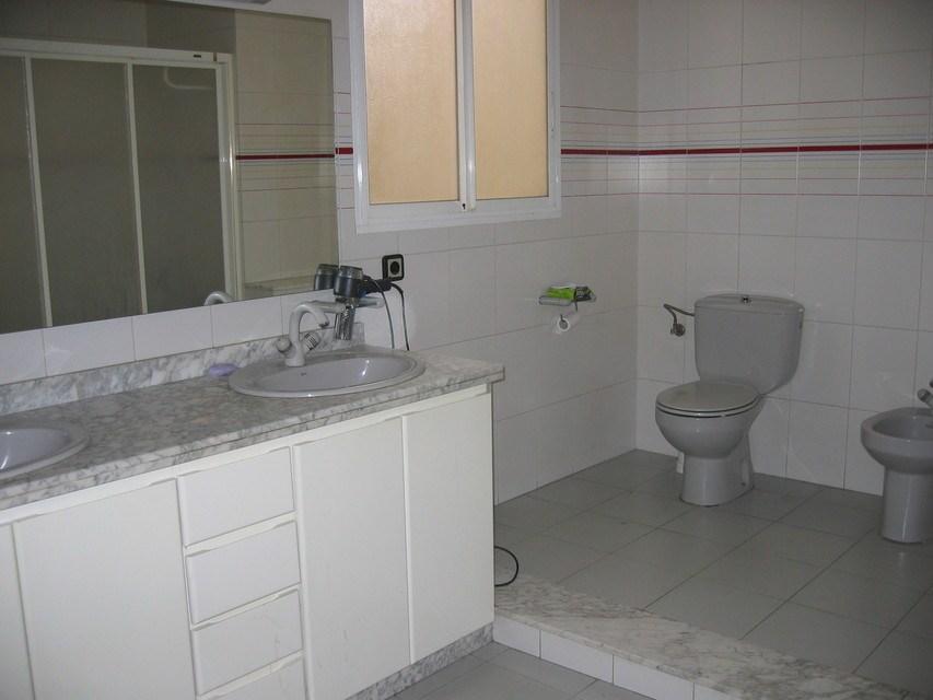 Excelente piso con caldera en zona Centro-banyo
