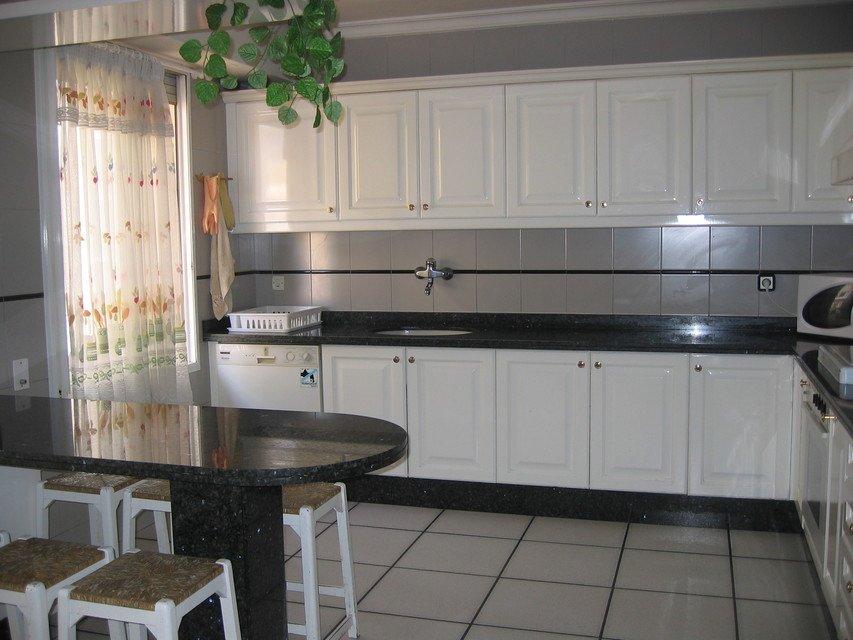 Excelente piso con caldera en zona Centro-cocina 2