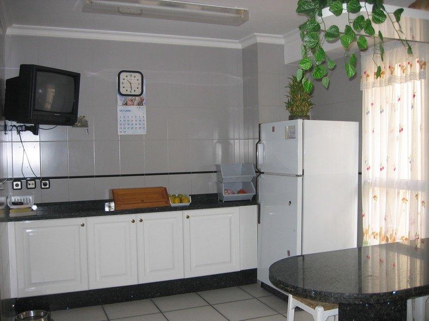 Excelente piso con caldera en zona Centro-cocina